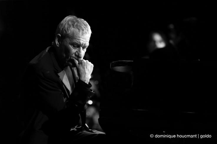Portrait Paolo Conte au piano, jazz, music, chanteur italien, chanson, singer, avocat, festival Mithra jazz à Liège 2014, foto, concert, live, photo dominique houcmant, goldo graphisme
