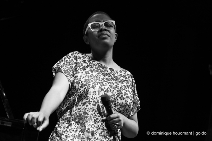 Cécile McLorin Salvant, on stage, jazz, music, femme, chanteuse, singer, concert, live, festival Mithra jazz à Liège 2014, foto, photo dominique houcmant, goldo graphisme