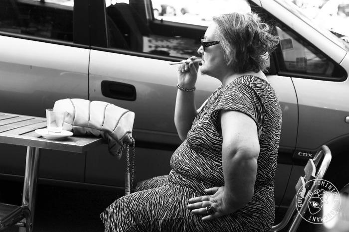 femme, femme à barbe, portrait, cigarette, fume-cigarette,