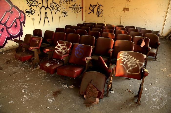 Val-Benoît, Université de Liège, urbex, salle de cinéma, strapontins,