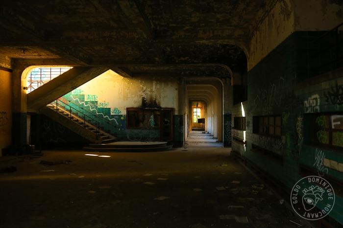 Val-Benoît, Université de Liège, urbex, hall, escaliers, couloir